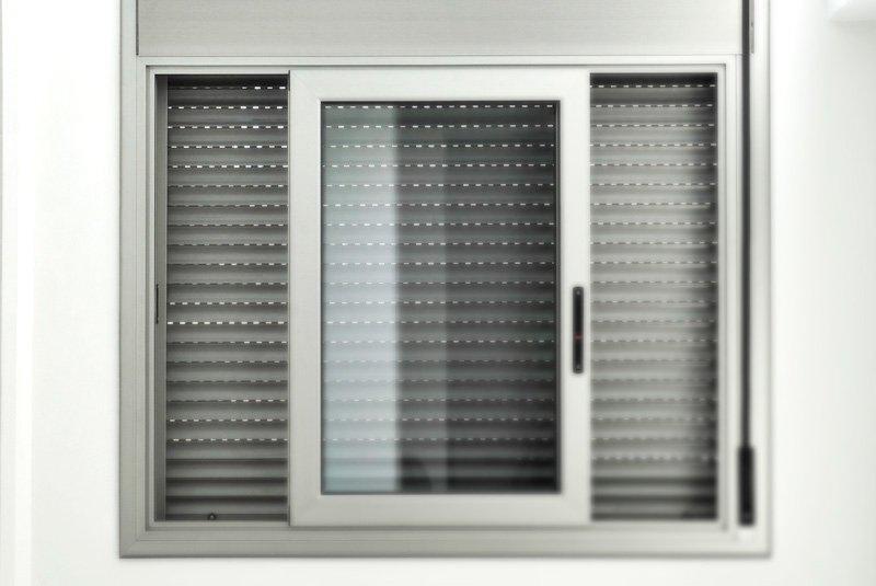 Avvolgibili In Alluminio Coibentato Prezzi.Csm Diego Celi Infissi Roma Diversi Modelli E Prezzi Di Tapparelle