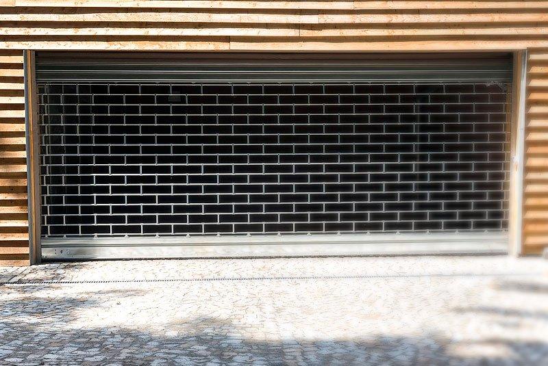 serrande blindate Croci spa realizza tapparelle avvolgibili di sicurezza in alluminio e acciaio con poliuretano espanso anche ad alta densita' tapparelle avvolgibili di sicurezza in alluminio estruso.
